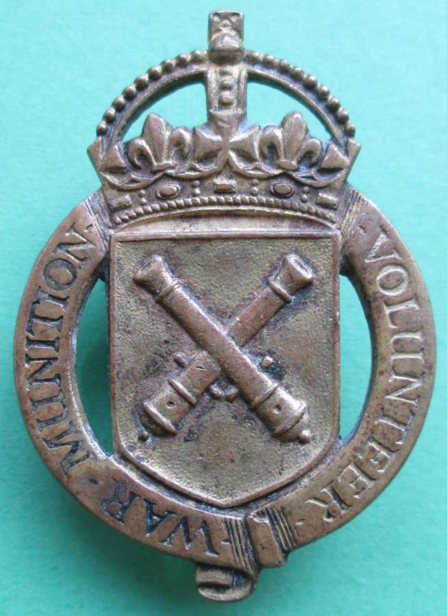 A WAR MUNITIONS VOLUNTEER BADGE