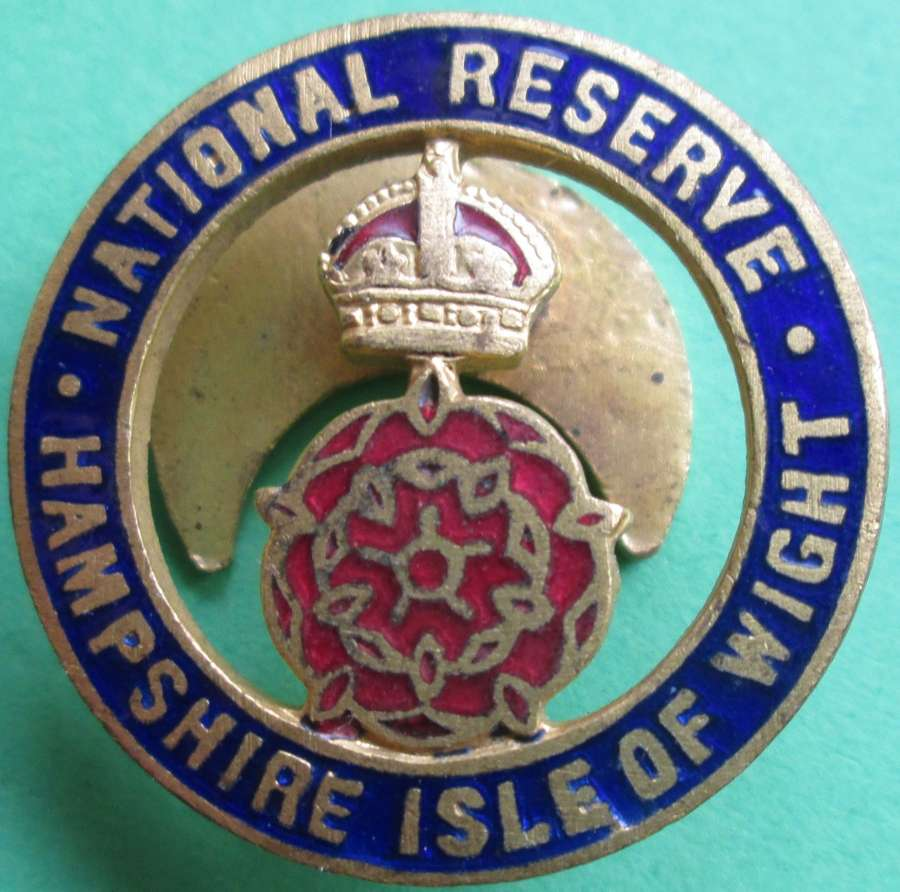 A HAMPSHIRE ISLE OF WIGHT NATIONAL RESERVE LAPEL BADGE
