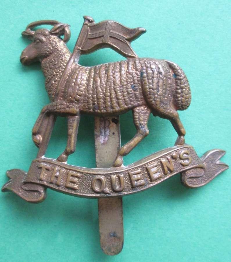 A QUEEN'S REGIMENT CAP BADGE