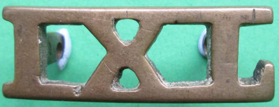 A 9TH LANCERS METAL SHOULDER TITLE