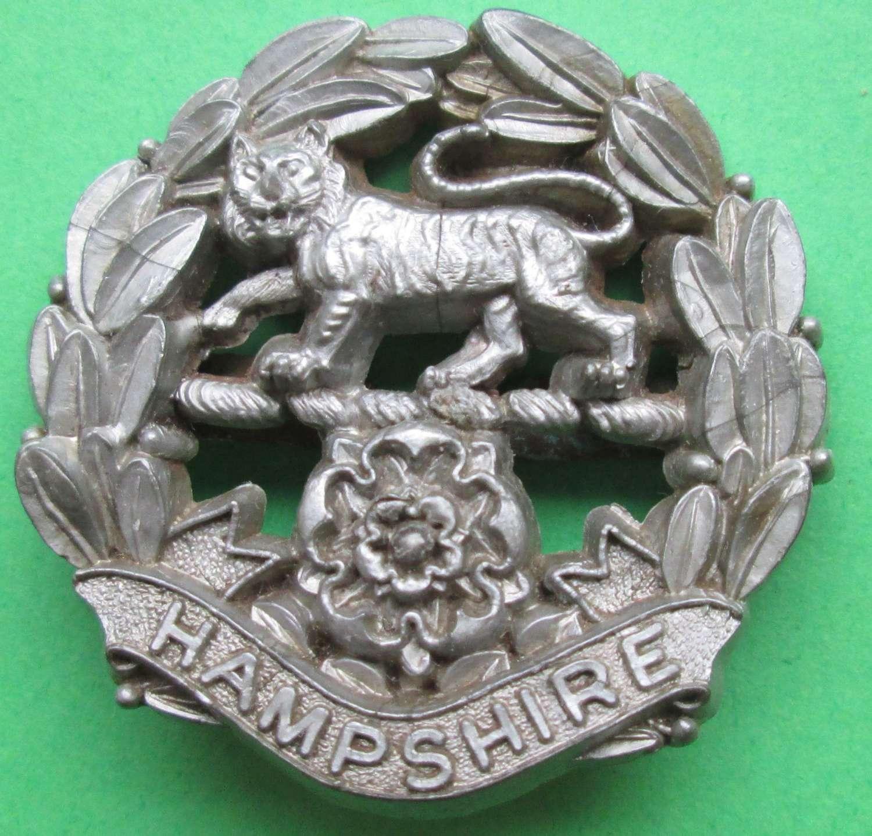 A WWII HAMPSHIRE REGIMENT PLASTIC CAP BADGE