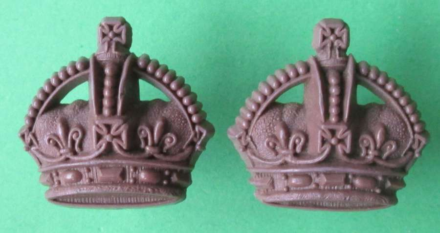 A WWII PAIR OF PLASTIC OFFICERS KINGS CROWNS