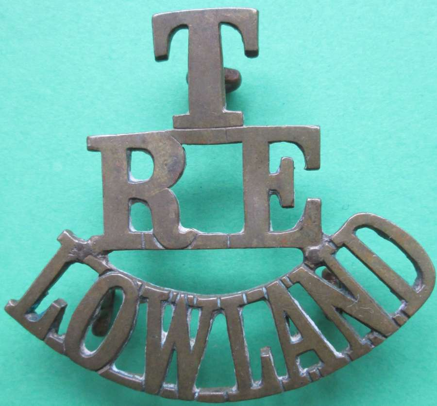 A WWI TERRITORIAL ROYAL ENGINEERS LOWLAND SHOULDER TITLE