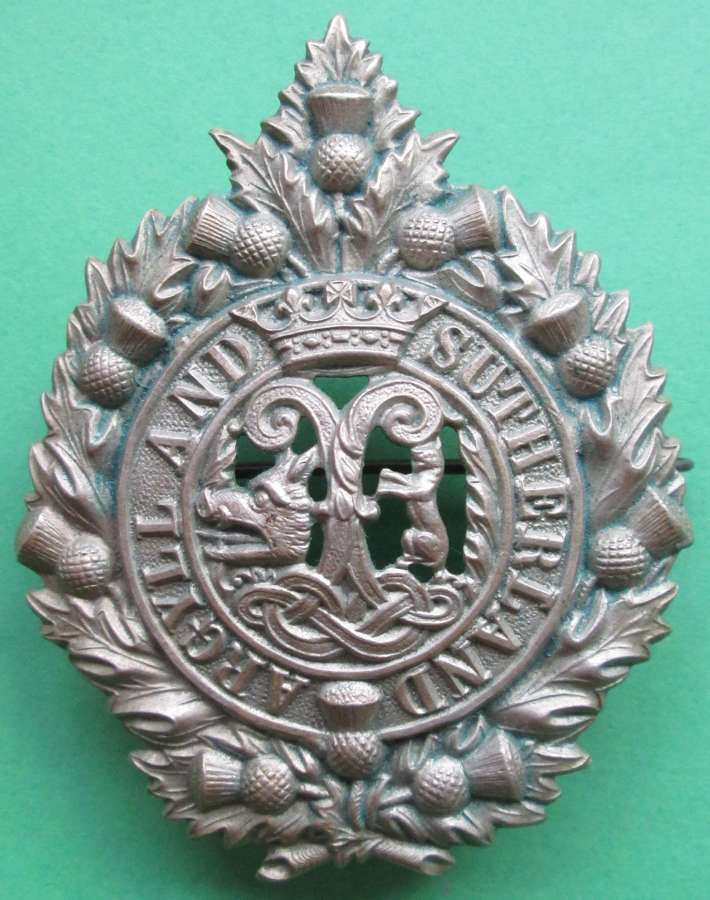 AN ARGYLL AND SUTHERLAND BADGE