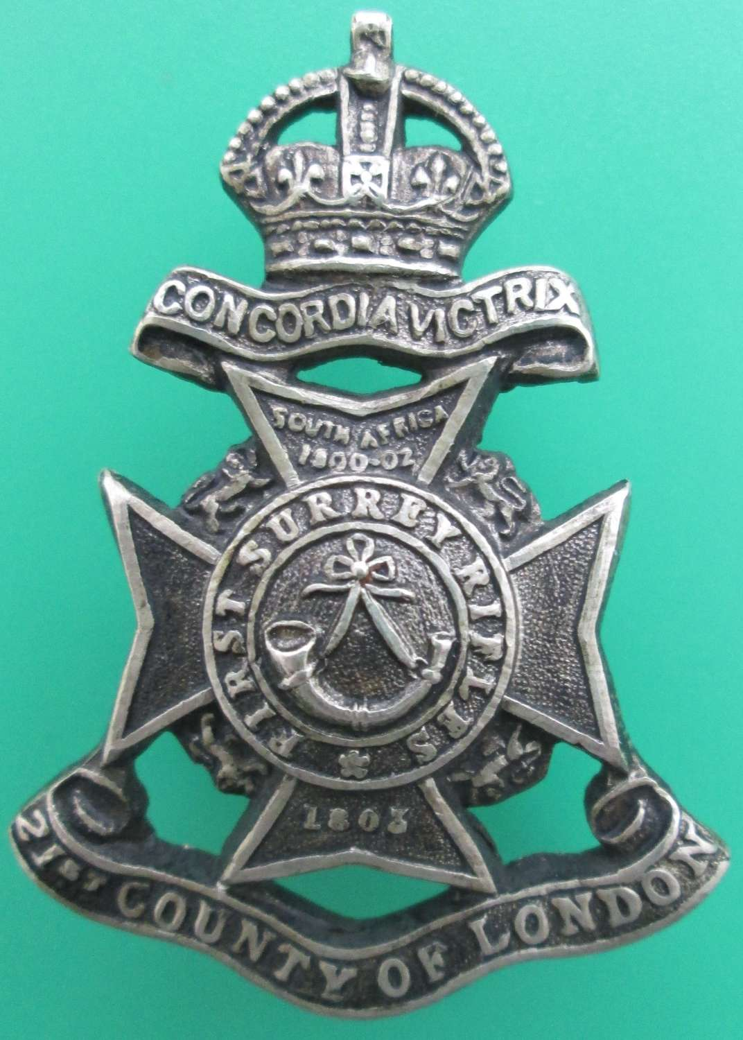 A 21ST COUNTY OF LONDON REG, 1ST SURREY RIFLES CAP BADGE
