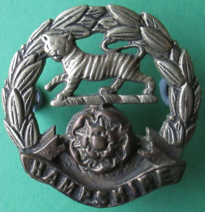 A HAMPSHIRE REGIMENT THREE PART CONSTRUCTED CAP BADGE