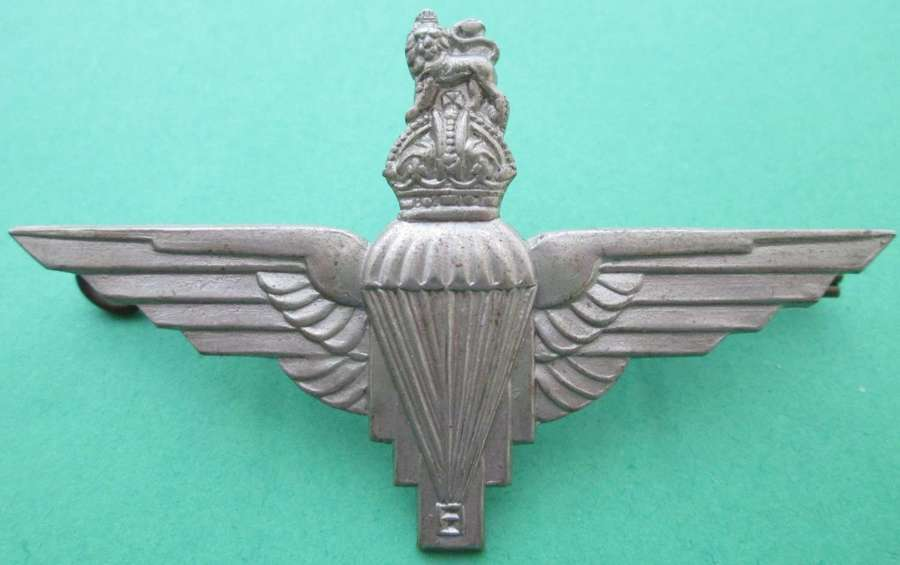 A NICE WWII PERIOD PARACHUTE REGIMENT BADGE