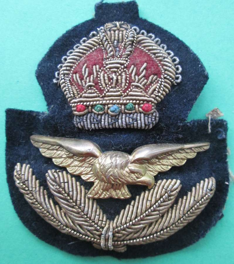 A WWII RAF OFFICERS CAP BADGE