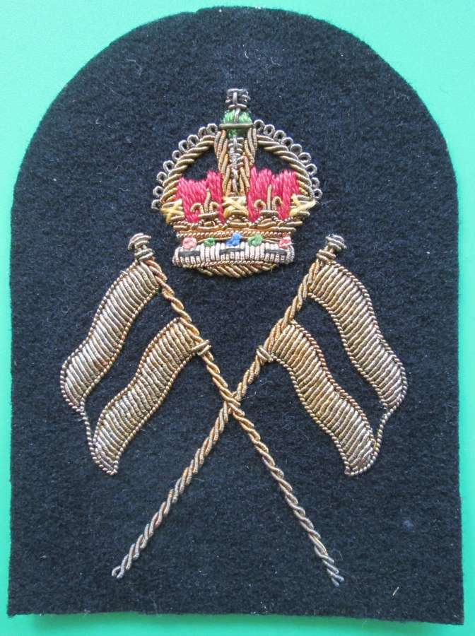 A ROYAL NAVAL PO'S TACTICAL SIGNALS TOMBSTONE BADGE