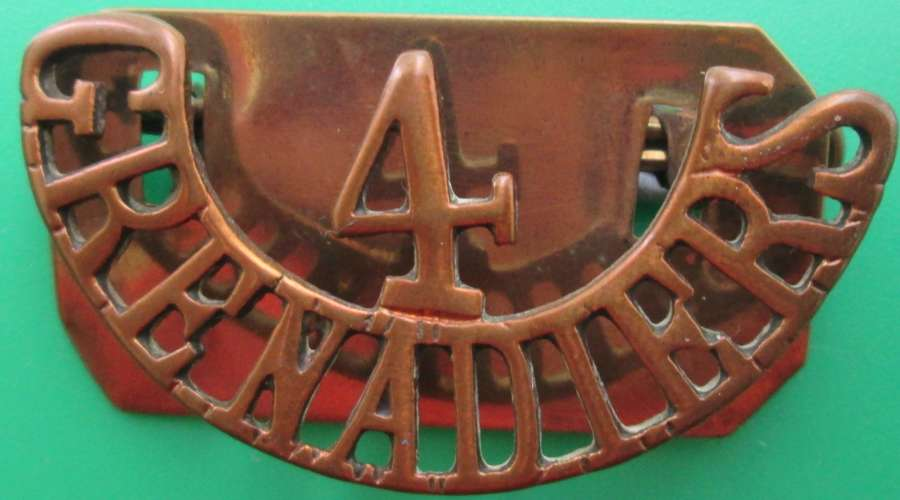 A 4TH GRENADIERS METAL SHOULDER TITLE
