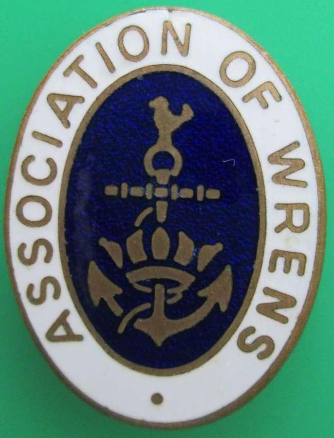 AN ASSOCIATION OF WRENS PIN BROOCH
