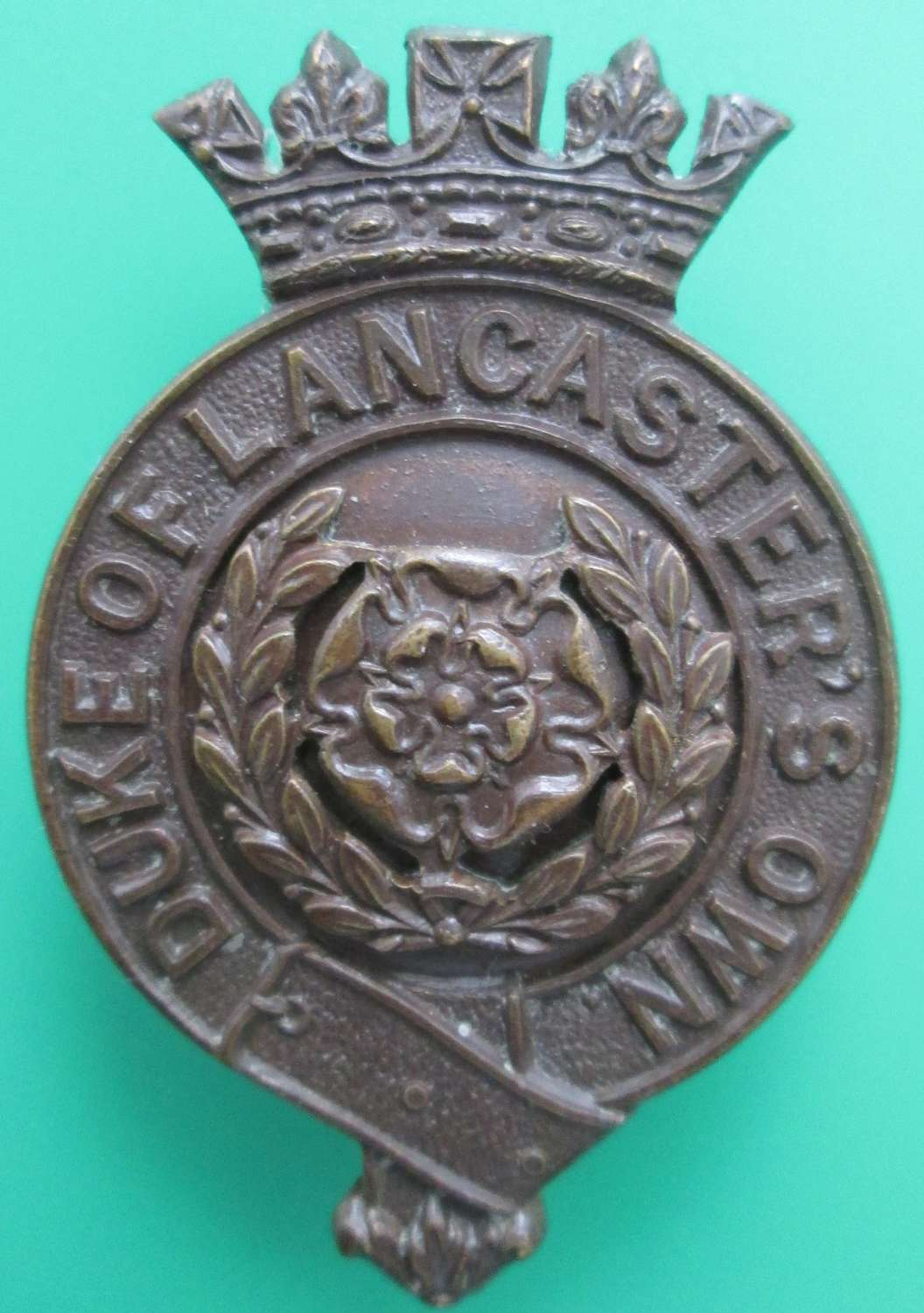 A DUKE OF LANCASTERS OWN OFFICERS BRONZE CAP BADGE