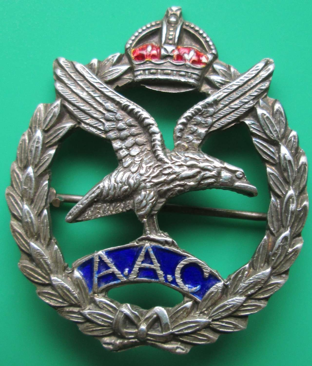 A WWII PERIOD STERLING SILVER ARMY AIR CORPS BROOCH BADGE