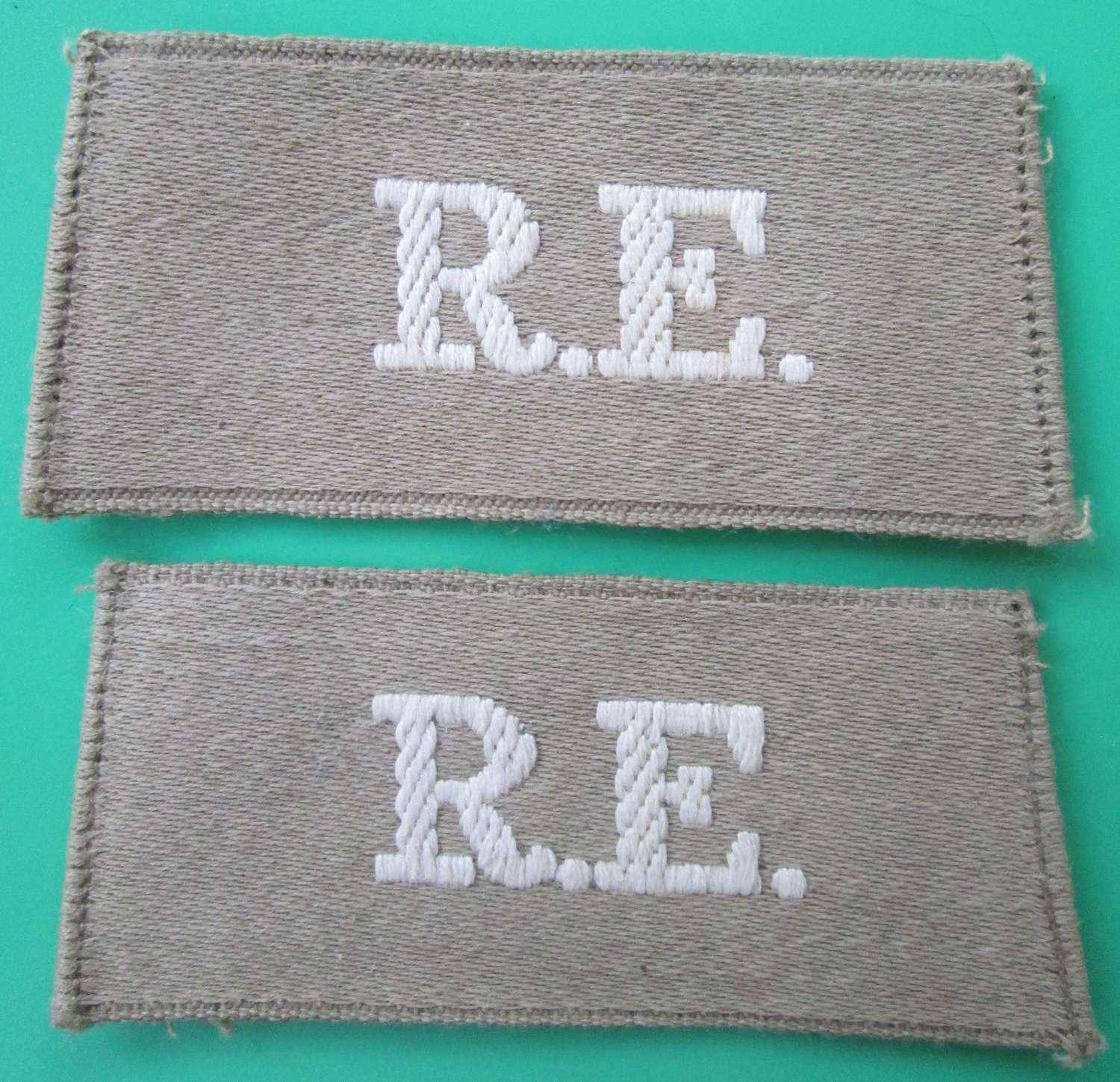 A PAIR OF SLIP ON SHOULDER TITLES FOR THE ROYAL ENGINEERS
