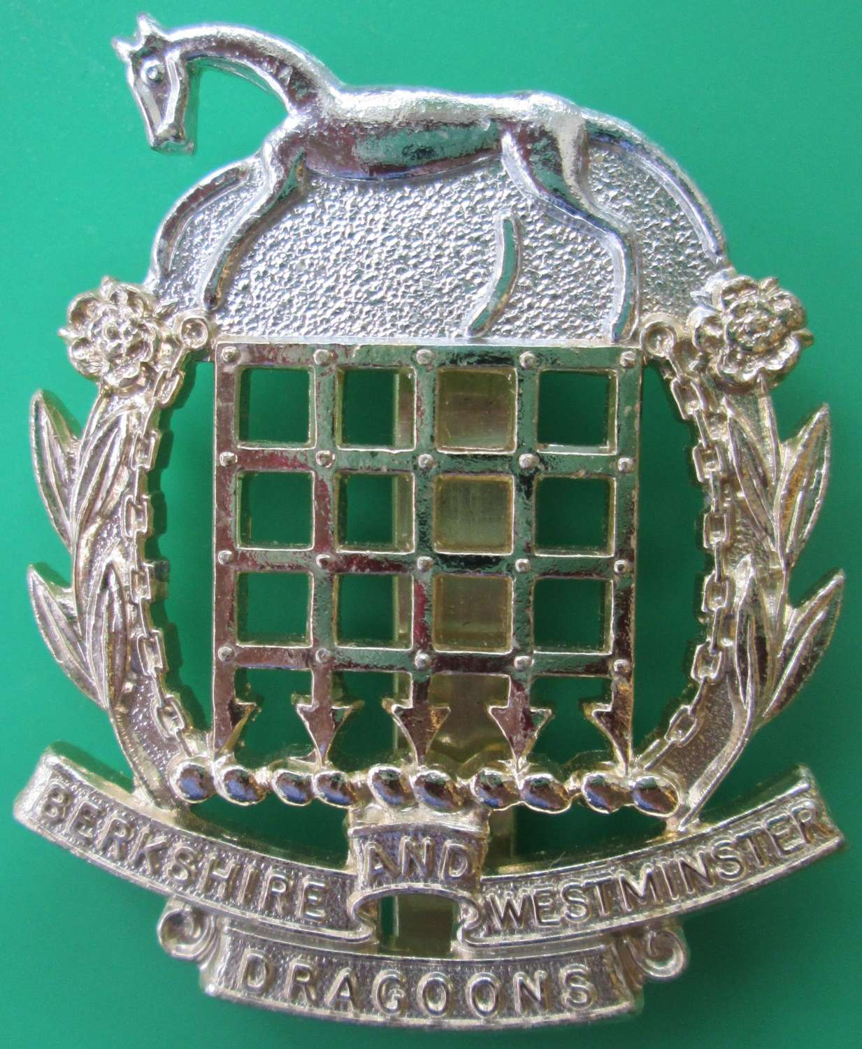 AN ANODISED BERKSHIRE AND WESTMINSTER DRAGOONS CAP BADGE