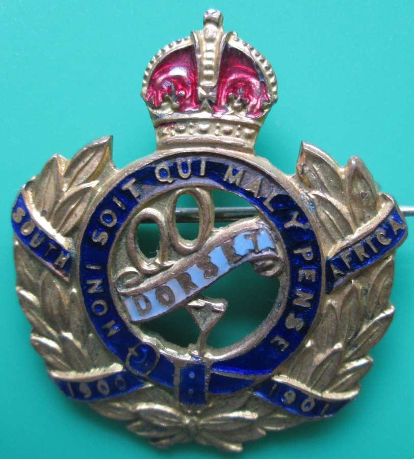 A QUEEN'S OWN DORSET YEOMANRY SWEETHEART BADGE