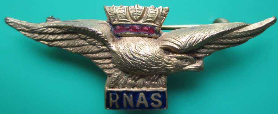 A GOOD WWI GILT AND ENAMEL RNAS PILOTS SWEETHEART BADGE