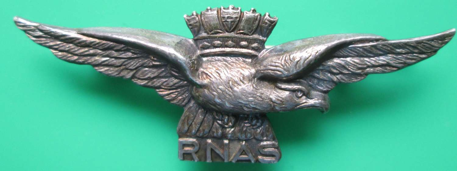 A GOOD WWI RNAS PILOTS SWEETHEART BADGE