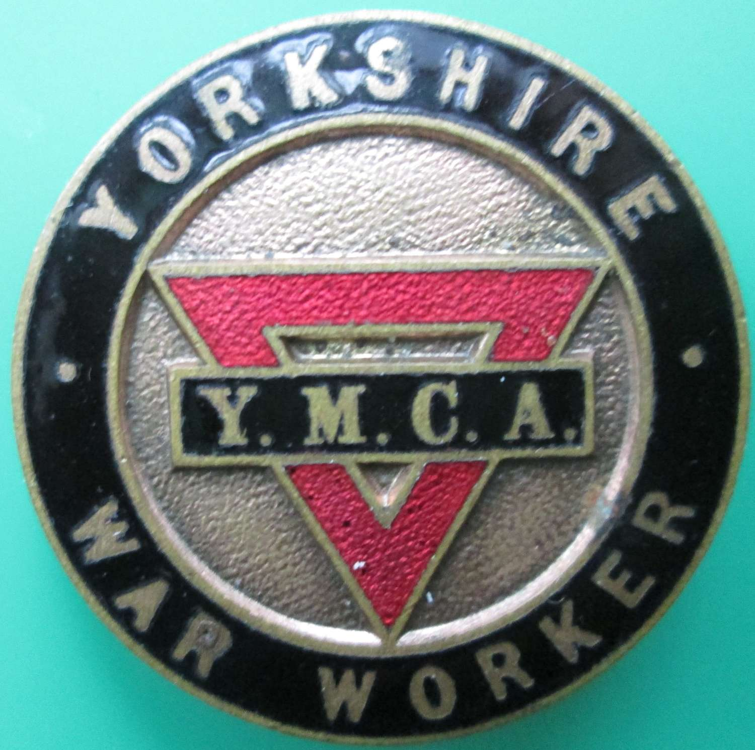 A YMCA YORKSHIRE WAR WORKERS ENAMEL BADGE