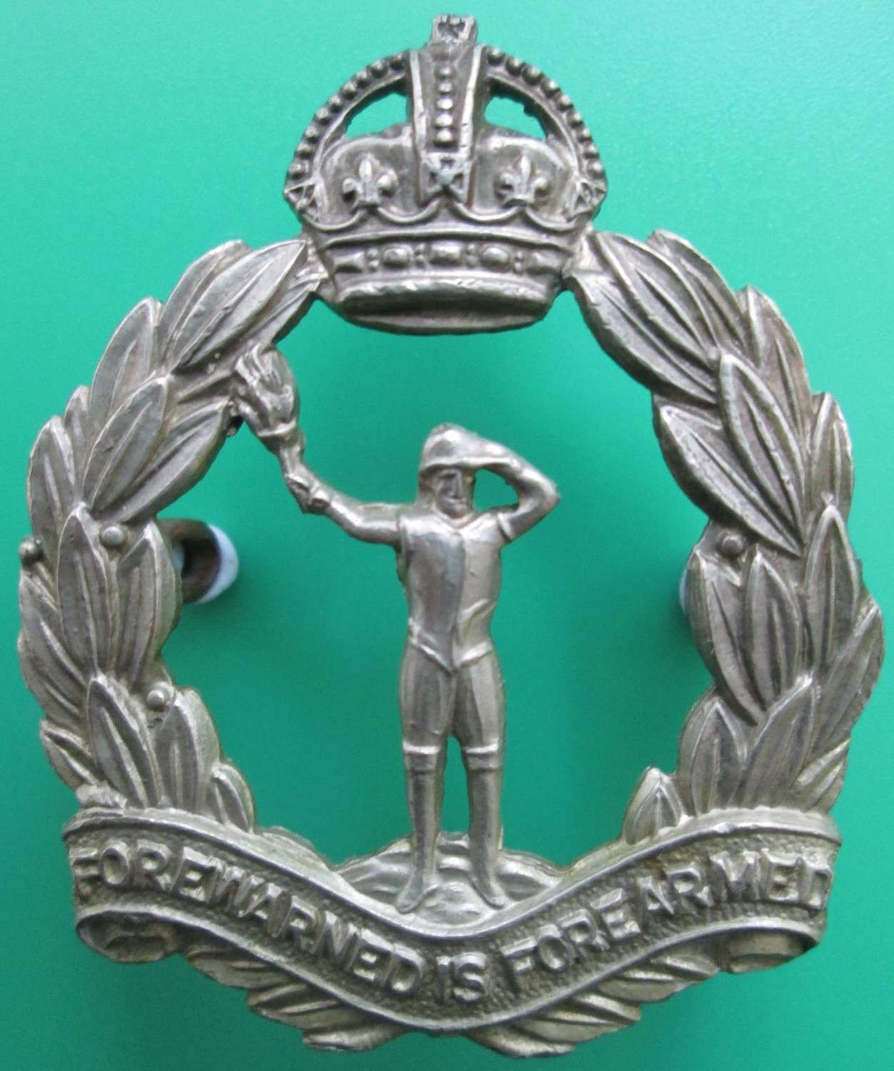 A GOOD OTHER RANKS ROYAL OBSERVER CORPS CAP BADGE