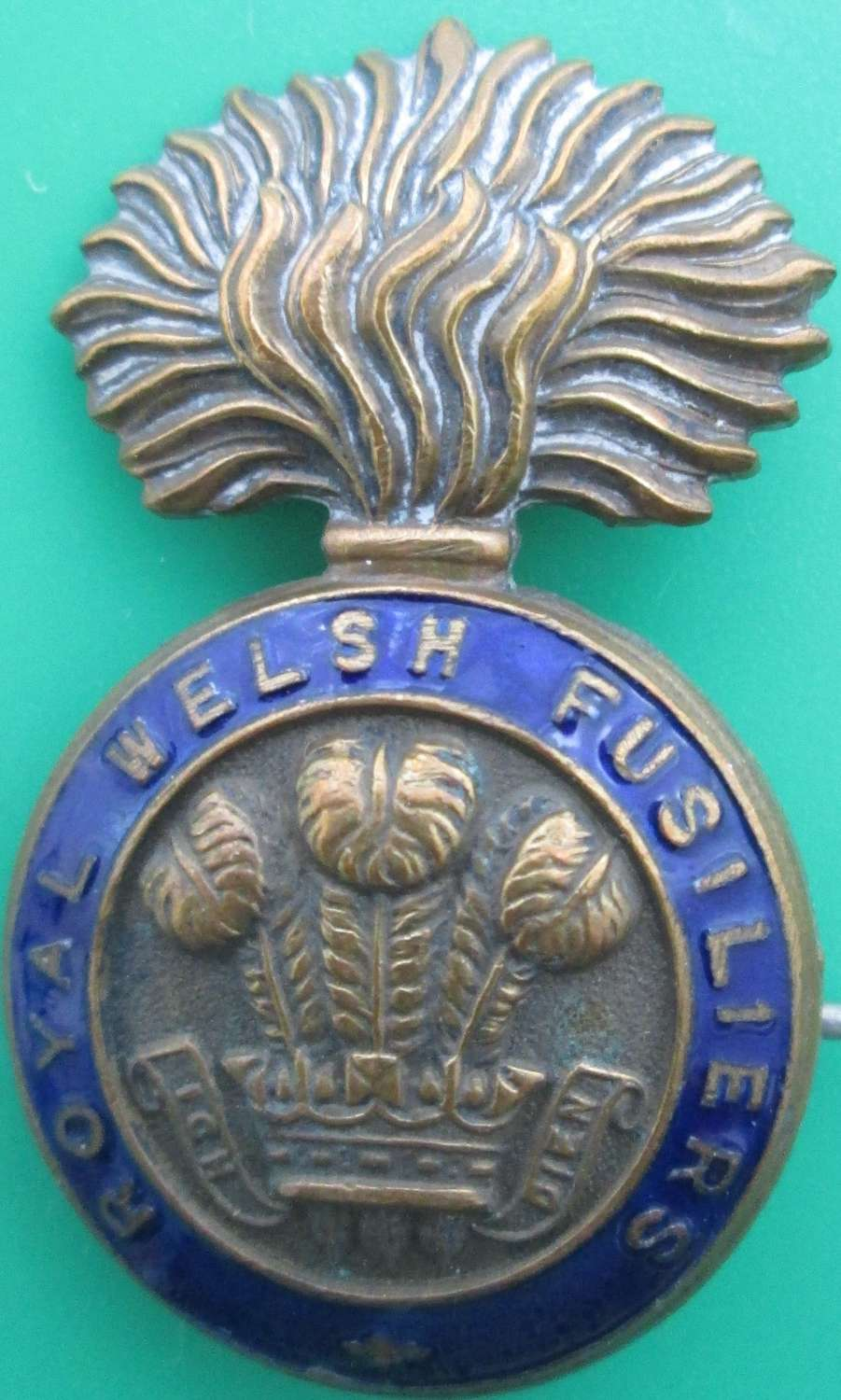 A ROYAL WELSH FUSILIERS PIN BROOCH