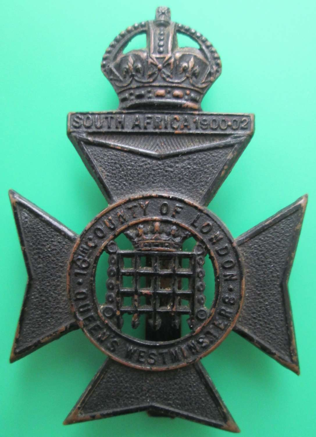 A 16TH COUNTY OF LONDON BATTALION CAP BADGE