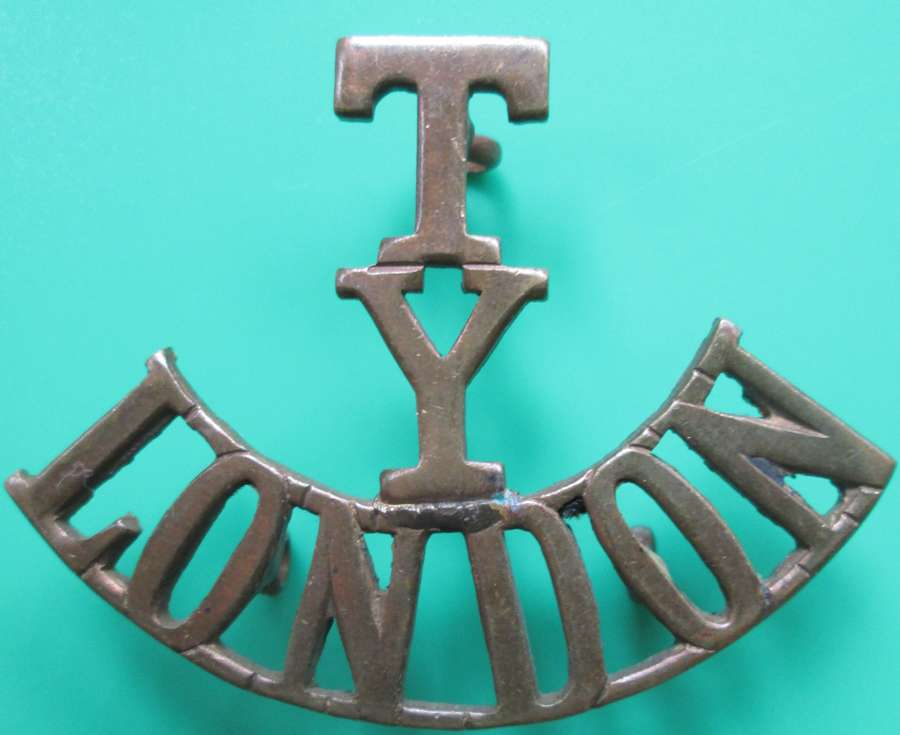 A WWI PERIOD COUNTY OF LONDON YEOMANRY SHOULDER TITLE