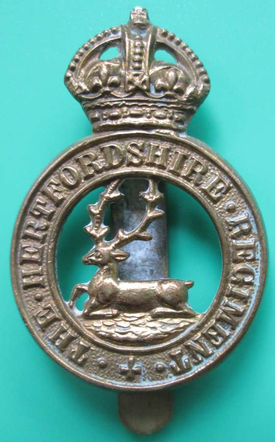 A HERTFORDSHIRE REGIMENT CAP BADGE