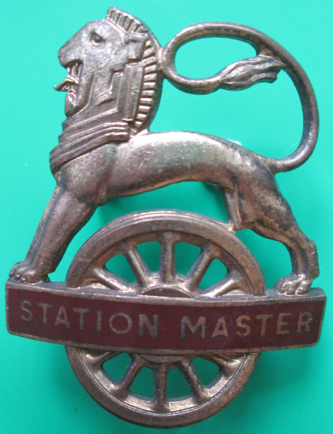 A BRITISH RAILWAYS STATION MASTERS CAP BADGE