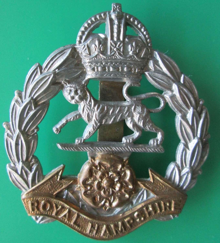 A ROYAL HAMPSHIRE REGIMENT CAP BADGE