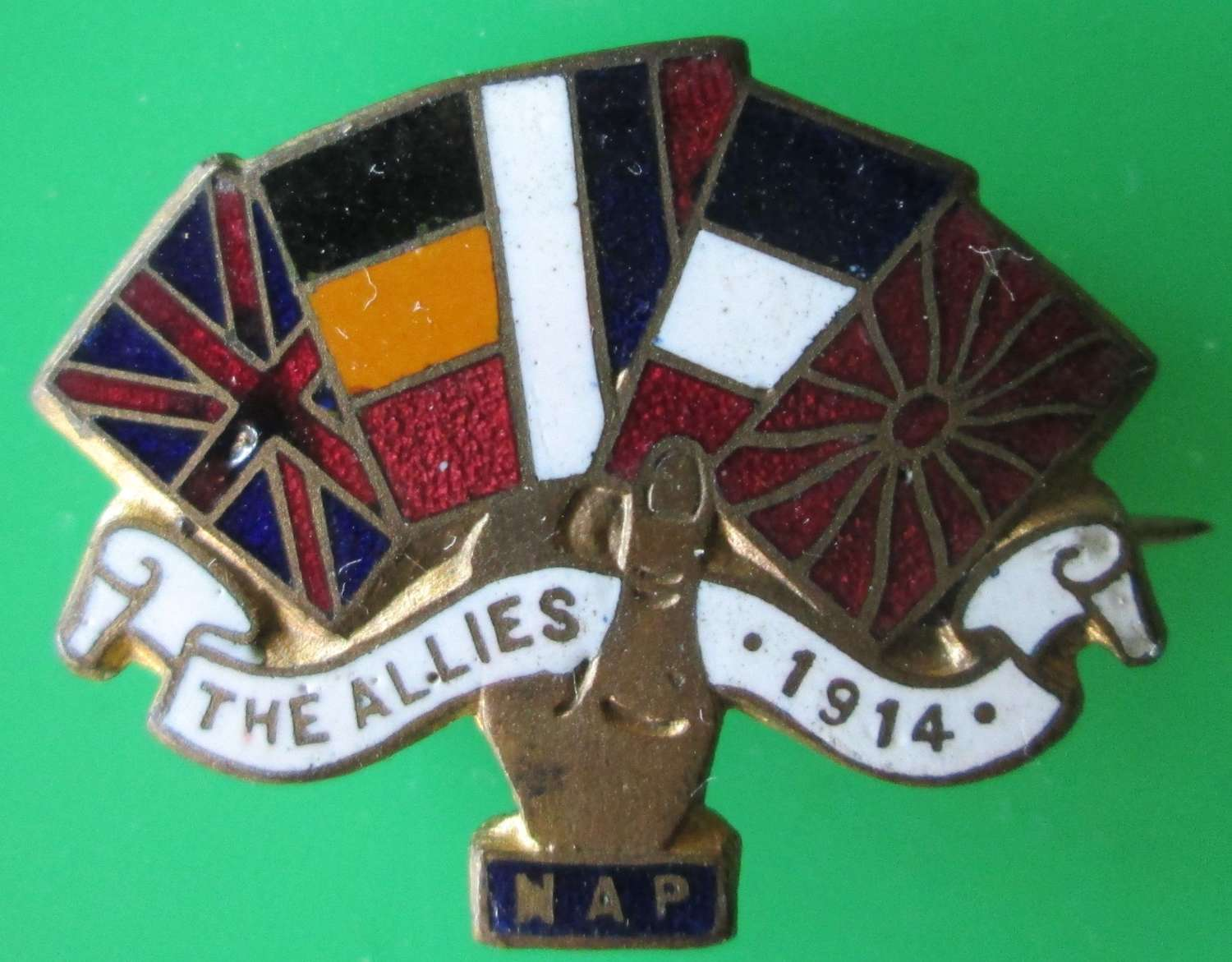 A 1914 ALLIED FLAGS PIN BROOCH