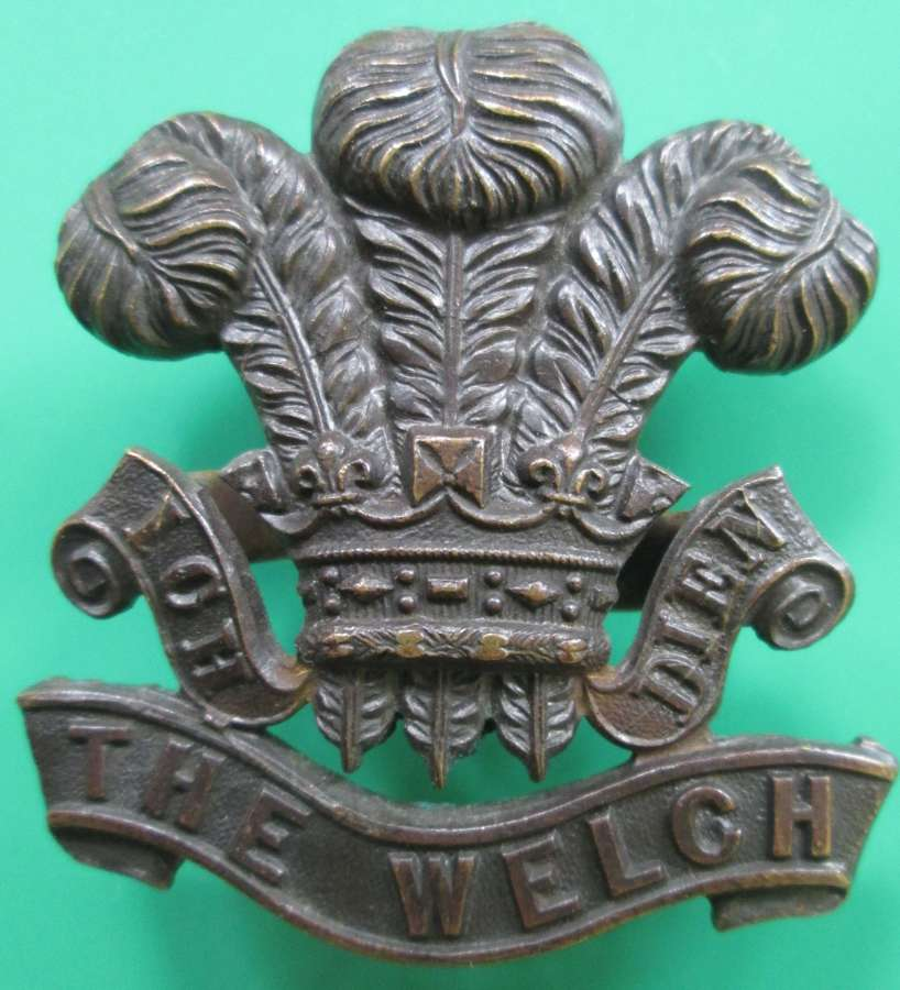 AN OFFICER'S WELCH FUSILIERS CAP BADGE
