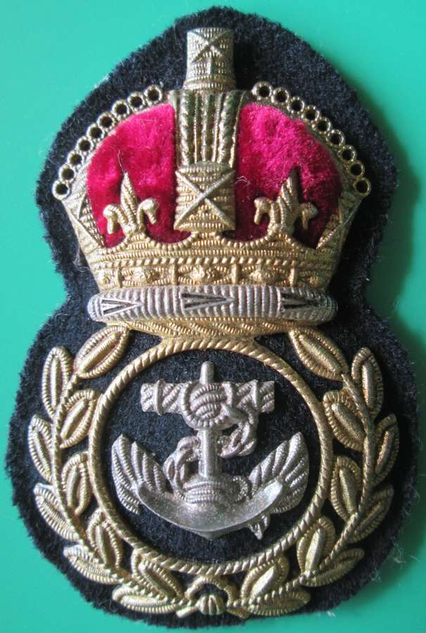 A CHIEF PETTY OFFICERS WWII PERIOD CAP BADGE