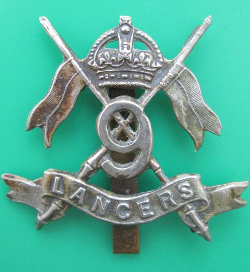 A 9TH LANCERS CAP BADGE