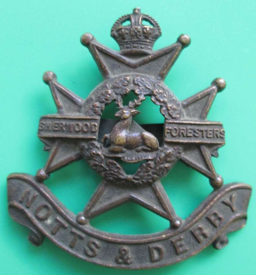A NOTTS & DERBY OFFICERS SHERWOOD FORESTERS CAP BADGE
