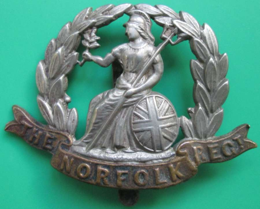 A WWI NORFOLK CAP BADGE