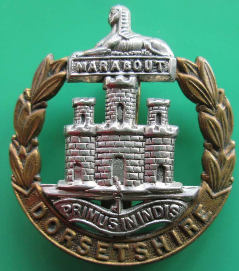 A DORSETSHIRE REGIMENT CAP BADGE