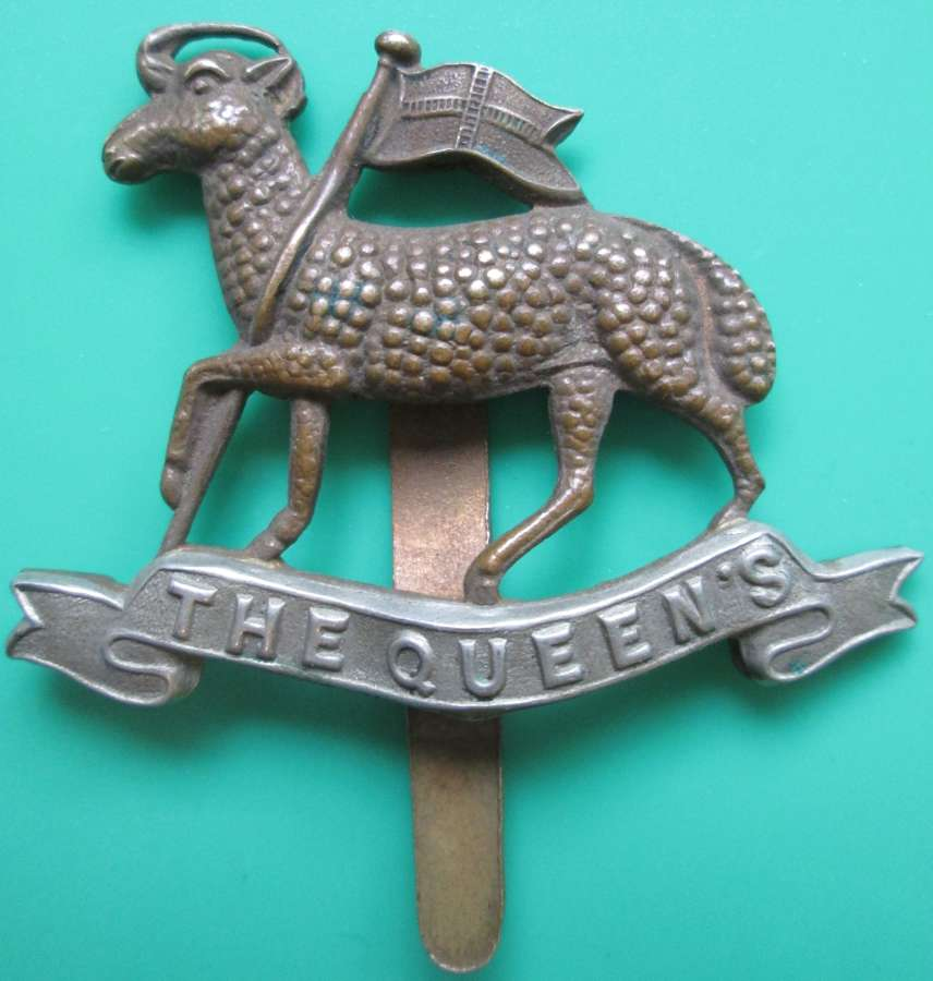 A QUEENS REGIMENT CAP BADGE