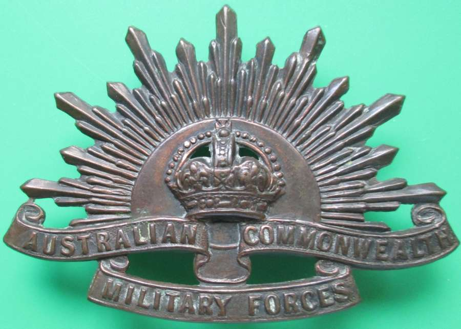 AN AUSTRALIAN COMMONWEALTH MILLITARY FORCES BADGE