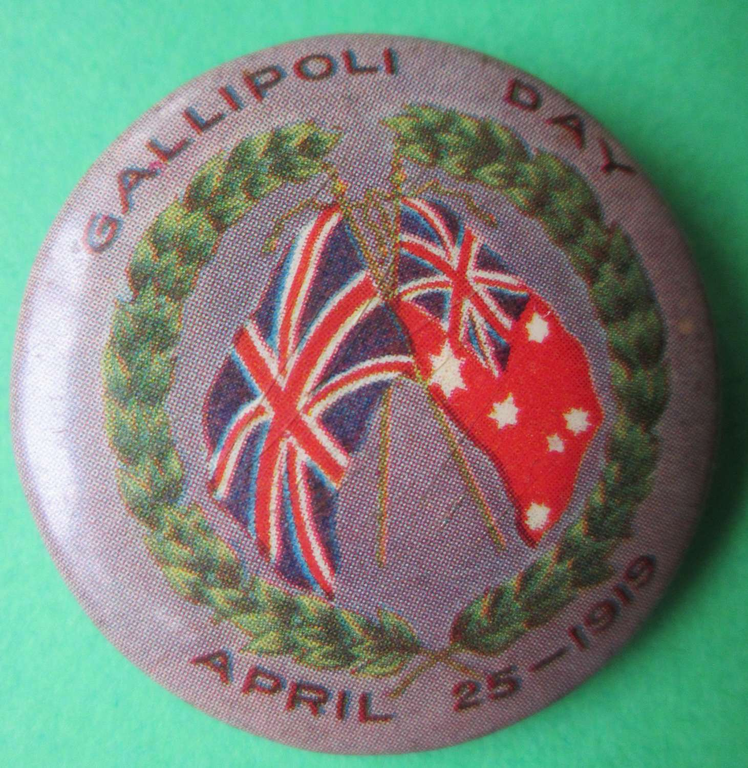 A GOOD WWI AUSTRALIAN GALLIPOLI DAY BADGE APRIL 23 1915