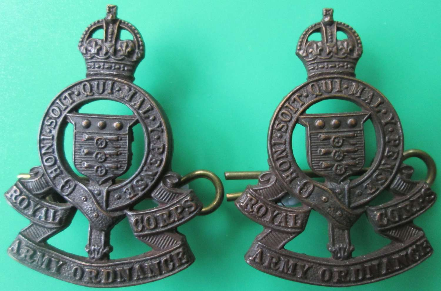 A PAIR OF OFFICERS BRONZE ROYAL ARMY ORDNANCE CORPS COLLARS