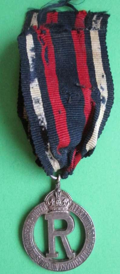 A QUEEN ALEXANDRA'S IMPERIAL NURSING SERVICE 1916 BADGE ( MEDAL )