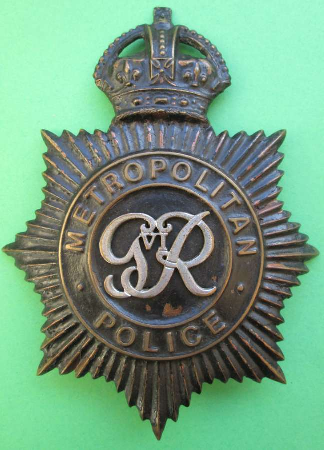 A PRE 1952 METROPOLITAN POLICE PC & SGTS HELMET PLATE GVIR