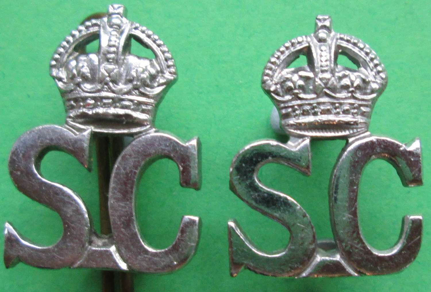 A PAIR OF THE KINGS CROWN PRE 1952 SPECIAL CONSTABULARY COLLAR DOGS