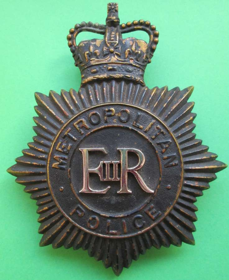 A PRE 1973 METROPOLITAN POLICE HELMET PLATE