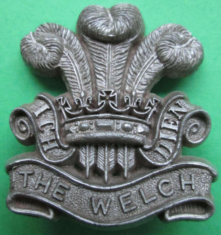 A WWII PLASTIC WELSH REGIMENT CAP BADGE