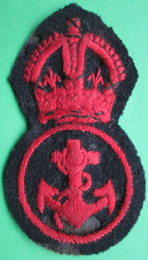 A NAVAL PETTY OFFICER'S CAP BADGE