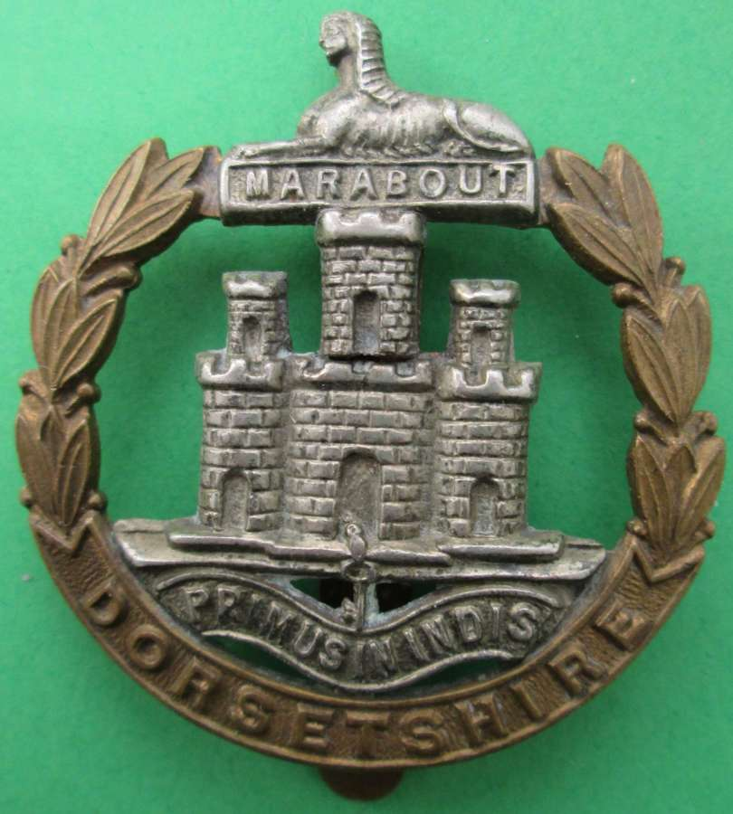 A GOOD DORSETSHIRE REGIMENT CAP BADGE