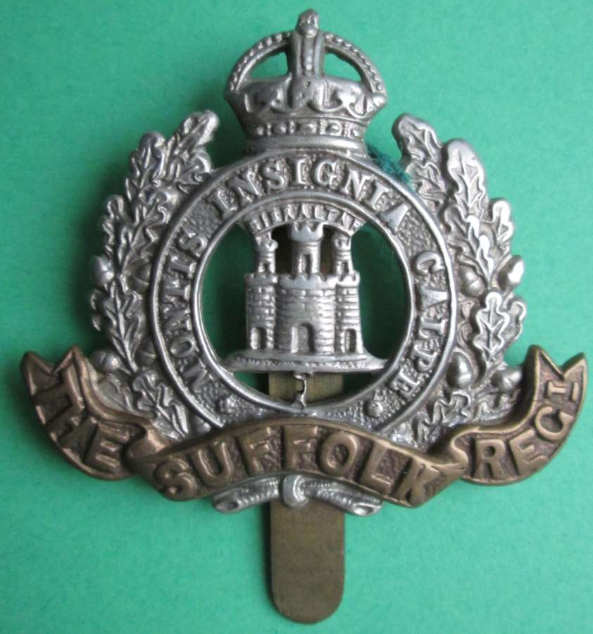A SUFFOLK REGIMENT CAP BADGE