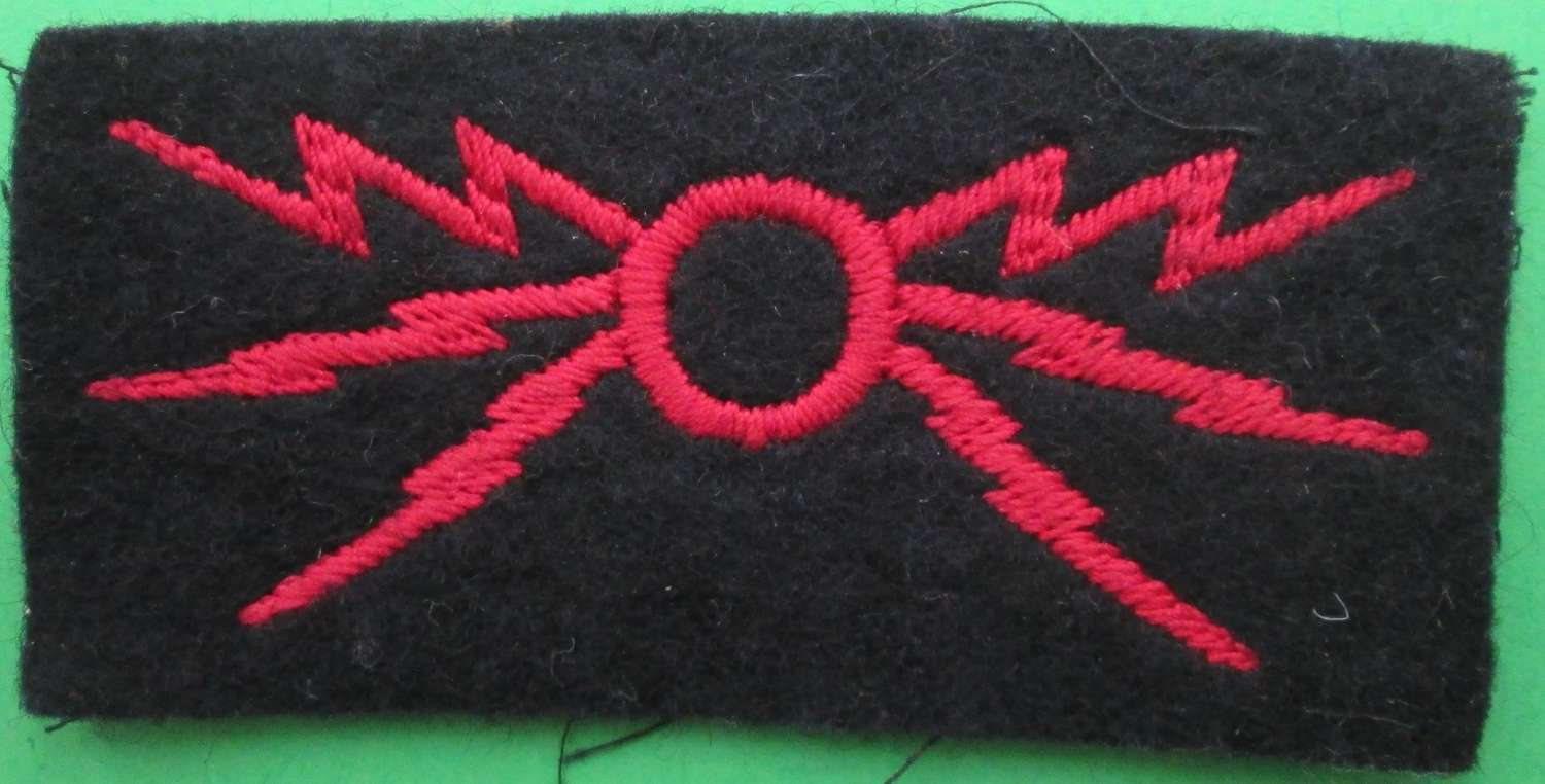 A ROYAL SIGNALS INFANTRY OPERATOR'S BADGE